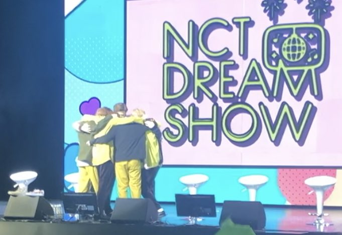 NCT Dream cries as it's their last show as OT7 (Mark Graduating from