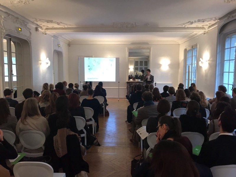 Ce matin, on discute parfum #bio dans le cadre d'une conférence organisée par @FF_France. L'occasion de faire le point sur le #label et le cahier des charges avec l'appui des marques @100BON_parfum et Acorelle !