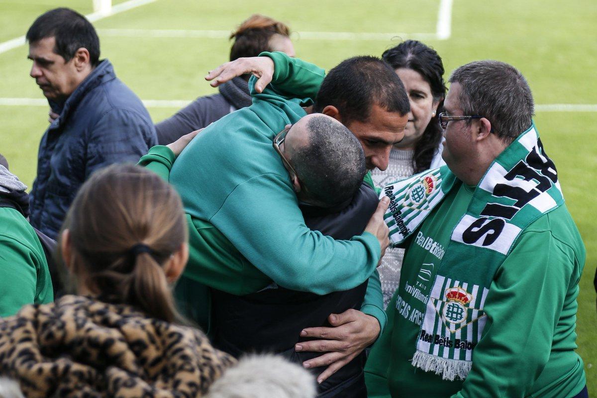 Joel, con los chicos de la Asociación (Foto: RBB):