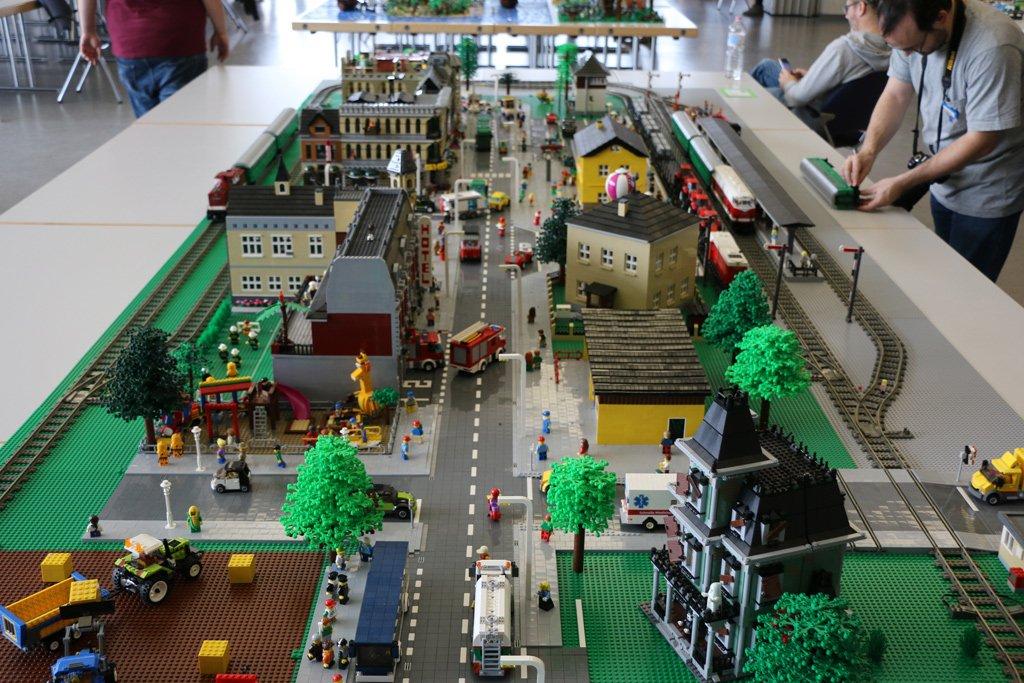 Zusammengebaut On Twitter Lego Eisenbahnanlage Steinigen Zug