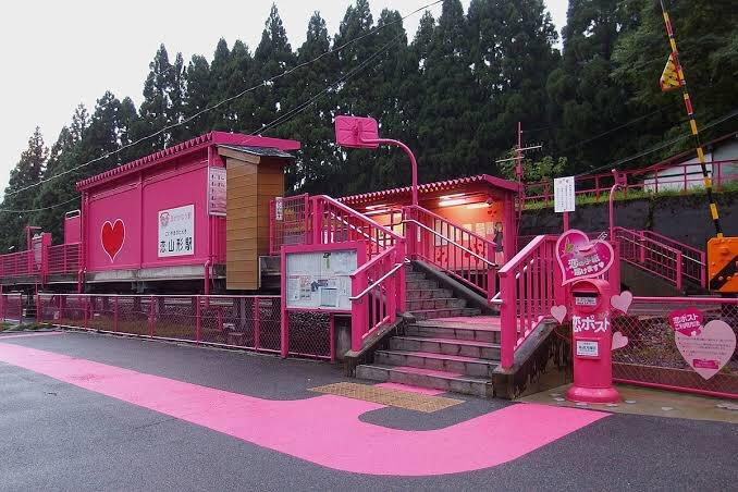 「高輪ゲートウェイくっそダサいな」  私「恋山形駅…(ボソッ」  「えっ…?変な名前だけどそこまで変じゃ…」  私「恋山形駅!!(写真を押しつけながら」