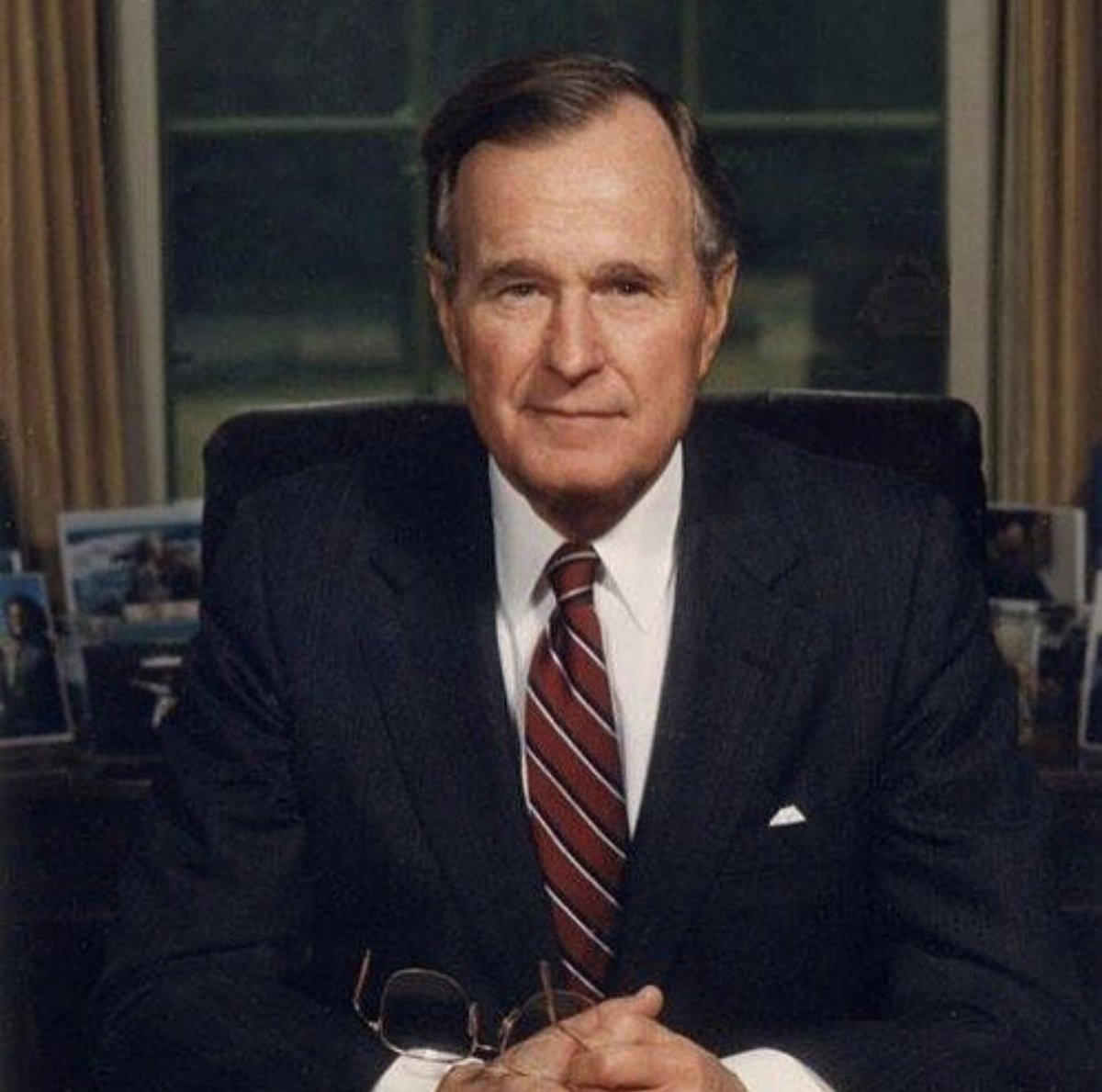 """There could be no definition of a successful life that does not include service to others."" - George H.W. Bush, 41st President of the United States #Honoring41"
