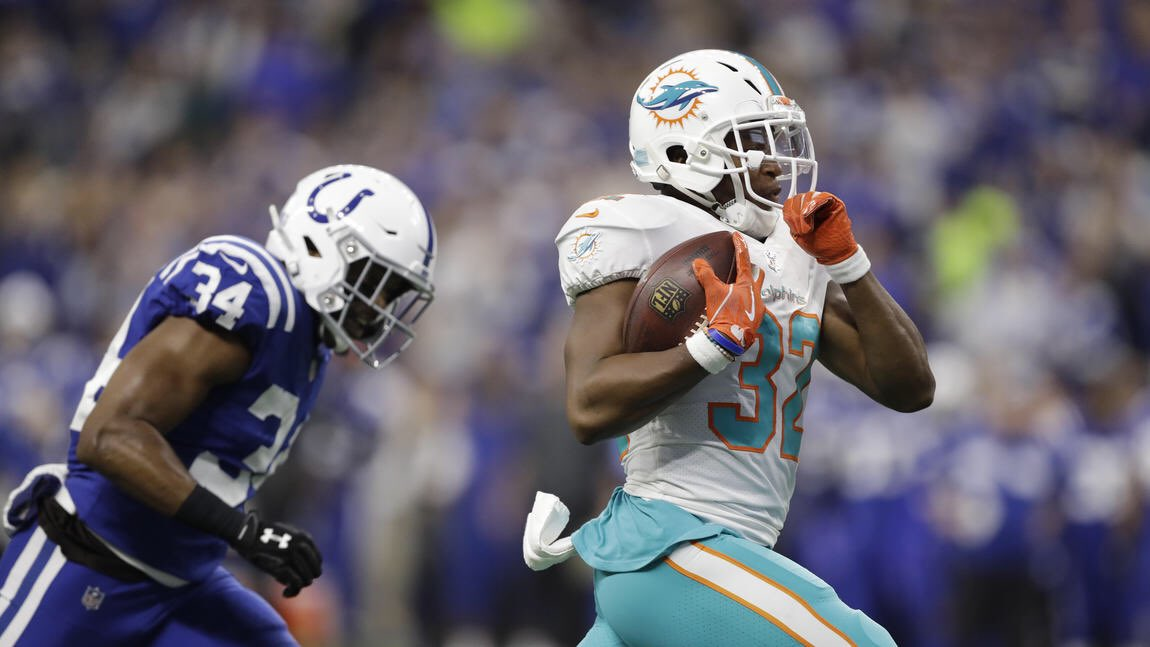 Dolphins RB Kenyan Drake is partnering with Smokey Bones restaurant for an event next Tuesday, in which the company will donate $5k to The Boys and Girls Club of Broward County. <br>http://pic.twitter.com/zIy0WRIEzO