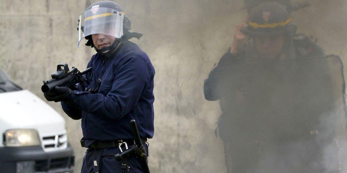 Des Gilets jaunes et des lycéens gravement blessés par des tirs de flash-ball lejdd.fr/Societe/des-gi…