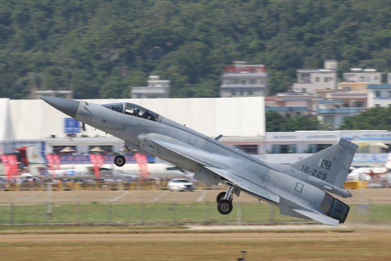 مصر تسعى للحصول على مقاتلة JF-17 Thunder الباكستانية DtqusXlXcAAe1Rc