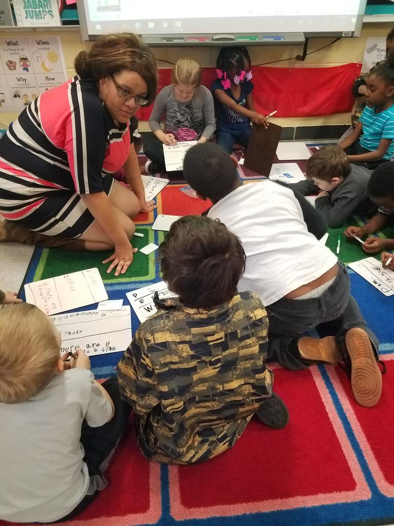 Mrs. Jaggers rocking Math Workshop: small group lessons on the students level. @JCPSKY @dporterJCPS @JCPSAsstSuptTL