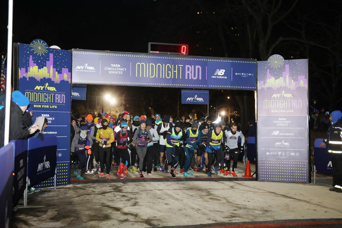 🎆Where will you be at the stroke of midnight this new year?! Celebrate NYE in NYC by running the 2018 #MidnightRun. Register at bit.ly/2E3GNcn and start 2019 with an exhilarating run! 🏃♀️