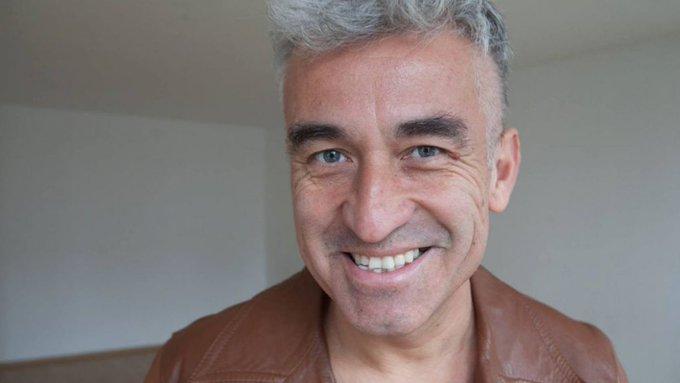 #UnDíaComoHoy, pero en 1964, nace el músico chileno Jorge González, conocido por su rol de frontman y compositor principal de Los Prisioneros, banda clave en el rock latino de la década de los 80. #TheMoreYouKnow💫 Buen día, gente. Photo