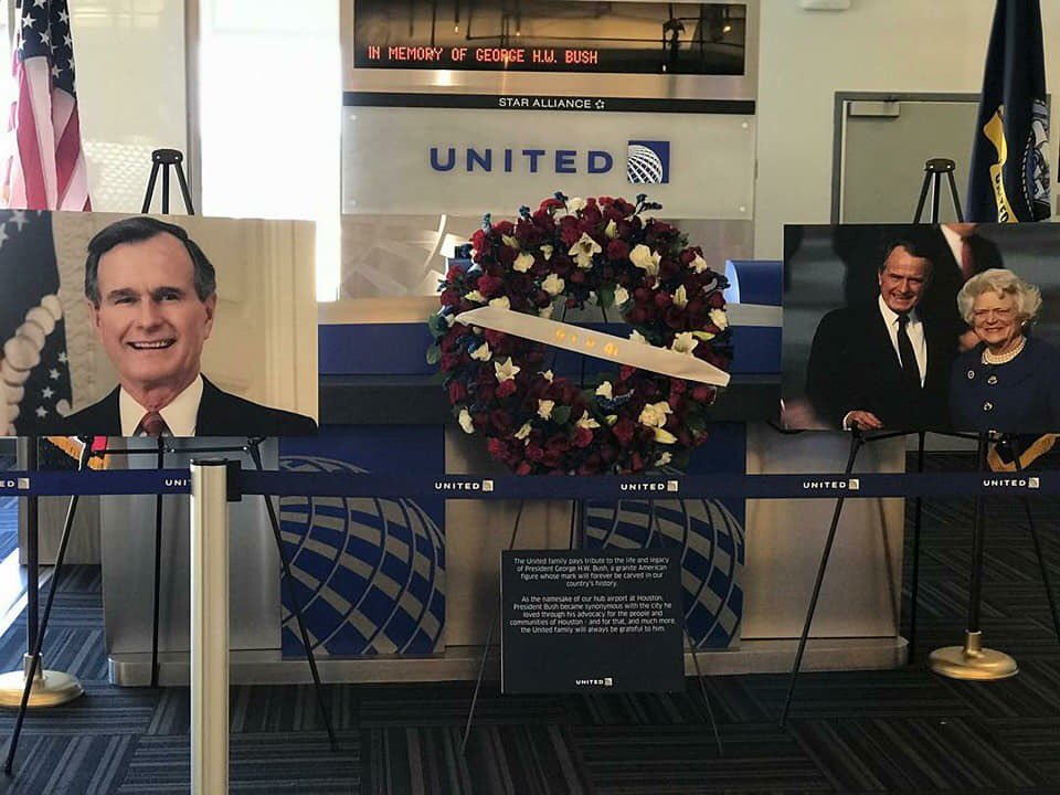Gate 41 at Terminal C  is shut down to remember 's P#Houstonresident...     #Bush41 #Remembering41 #khou11 #htownrush #GHWB #United📸 Credit:#iah #BushAirportPolly Bonilla and Jeremiah Morales