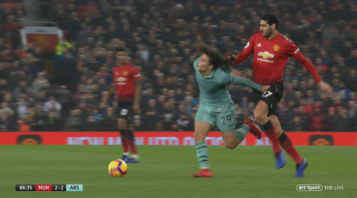 Marouane Fellaini so desperate for some of his own hair back hes trying to steal it off Matteo Guendouzi 😂 #MUNARS