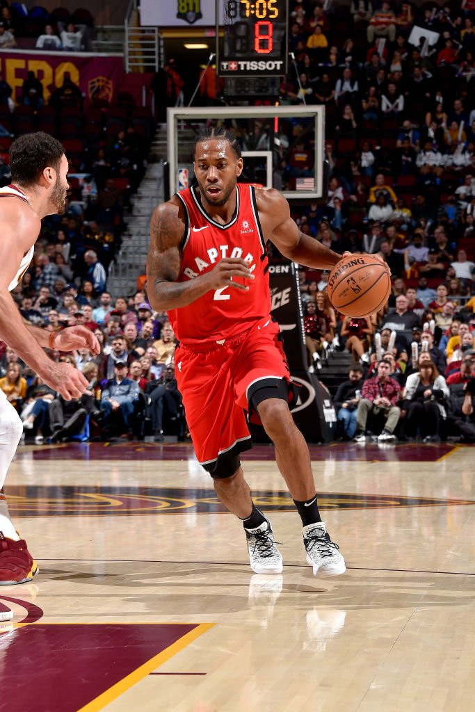 """""""The reigning Eastern Conf. player of the week, Kawhi Leonard, is currently averaging career highs of 25.6 points and 8.5 rebounds per game.""""  8pm/et: #HereTheyCome x #WeTheNorth 10:30pm/et: #GoSpursGo x #LakeShow  ESPN Wednesday Tune-In Tidbits: https://stats.nba.com/articles/tune-in-tidbits-espn-wednesday-dec-5-2018/…"""