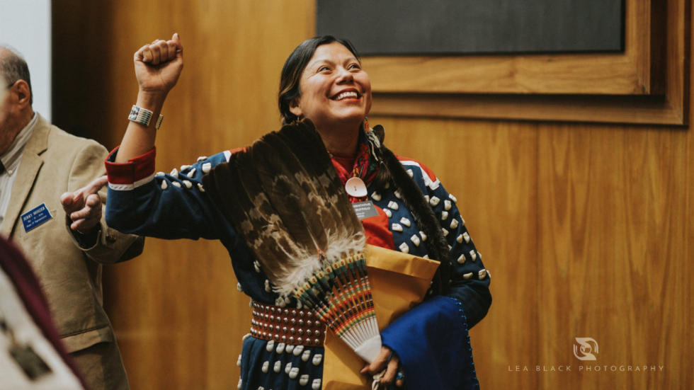 Ruth Buffalo wears traditional dress while being sworn in as first Native American female Dem in ND legislature https://t.co/I2UL5hr9y6