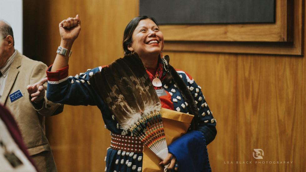 North Dakota's first female Native American Dem lawmaker sworn in wearing traditional dress https://t.co/YVxxWVeaI5 https://t.co/UJbsFbWokZ