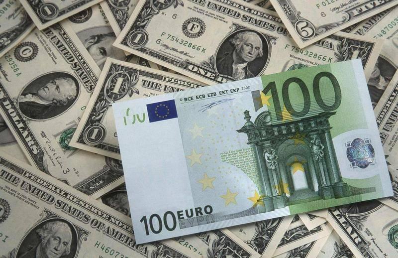 для картинки с денежными знаками доллар и евро время своей