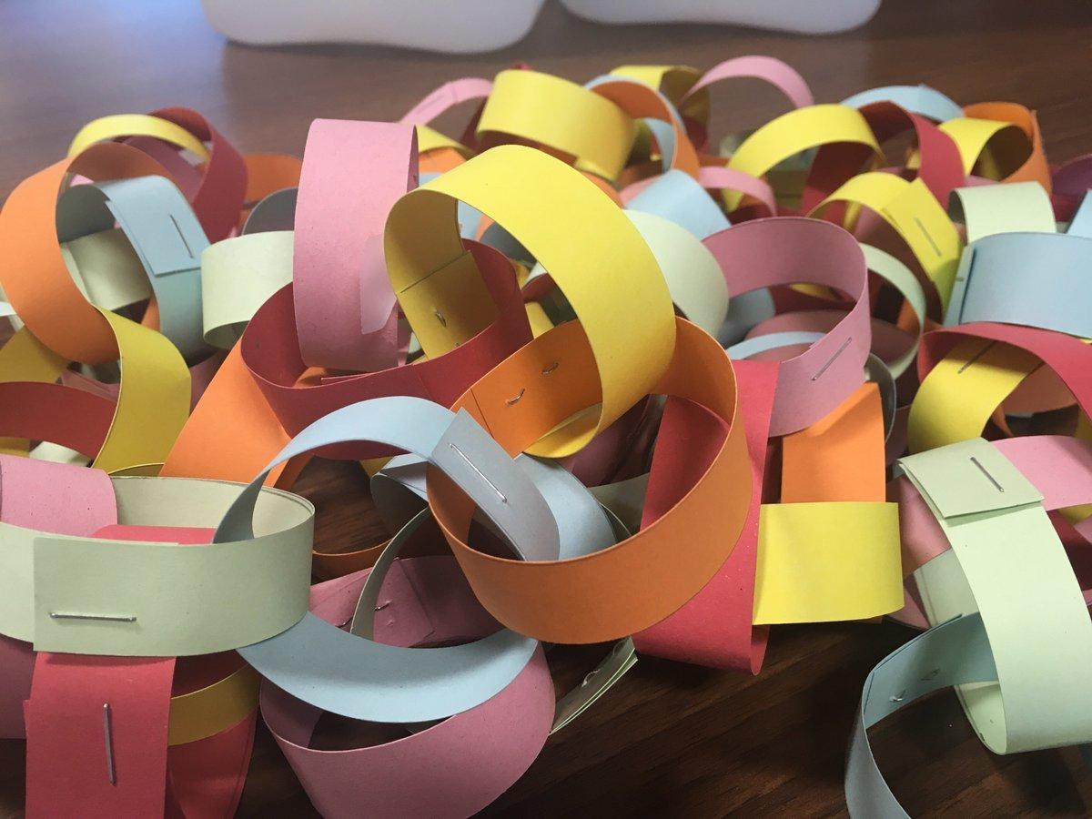 Christmas Paper Chains Uk.Suez Uk On Twitter Advent Calendar Door Six A Great