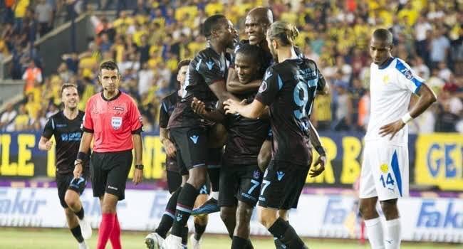 Biz Trabzonsporlular; futbolu temiz ve adilken seviyoruz. Niyetini biliyoruz. Senin gibi eyyamcıları Trabzon da İSTEMİYORUZ! #KalkavanaTepkisizKalma Photo