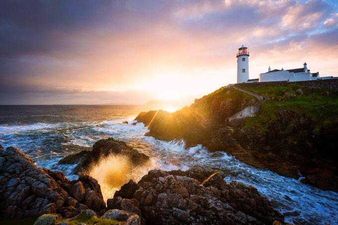 📸 #JeudiPhoto 📍Le phare de Fanad Head dans le Donegal, le long du Wild Atlantic Way 🌊 Photo