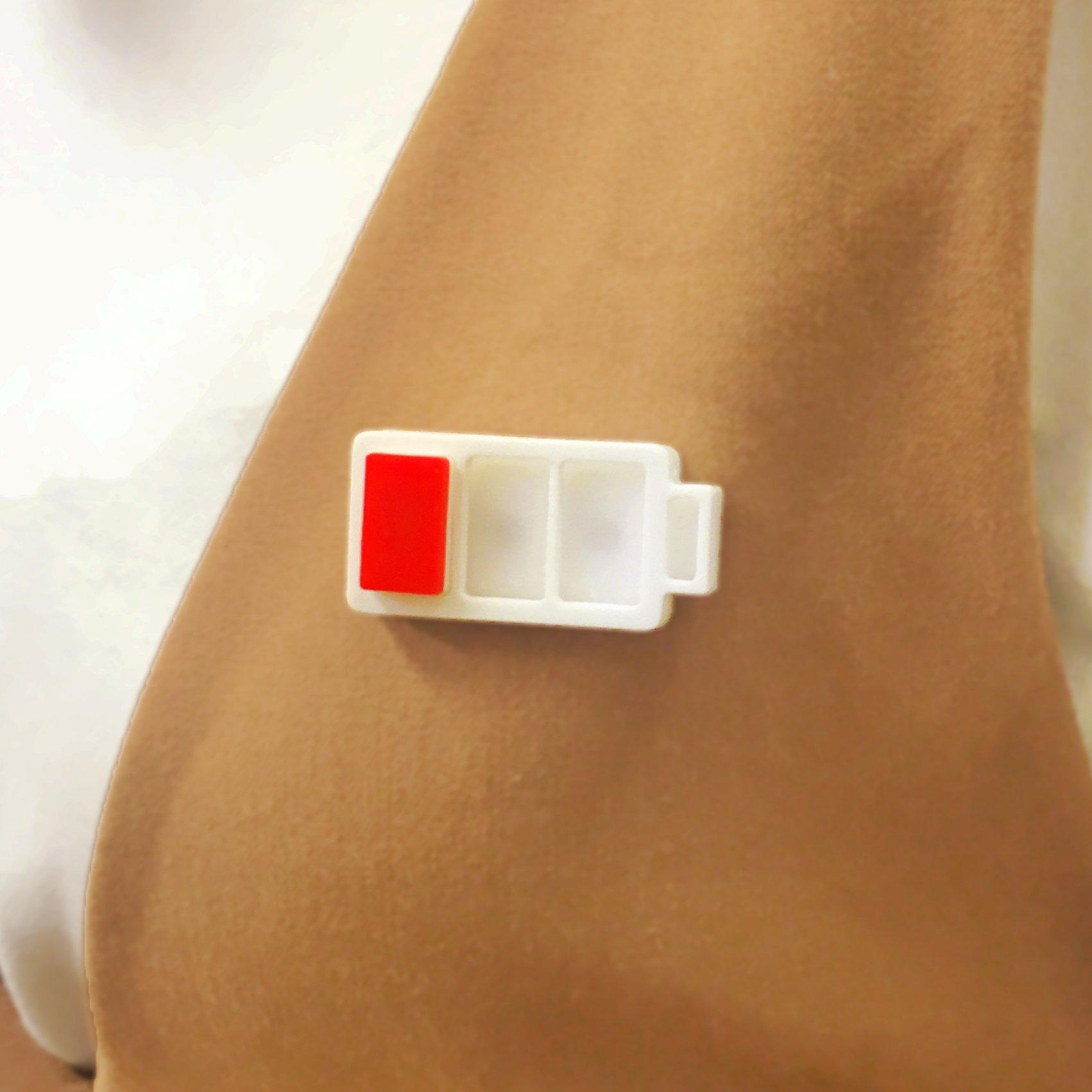 体調をさりげなく主張させるブローチを作りました。磁石でカスタマイズできます