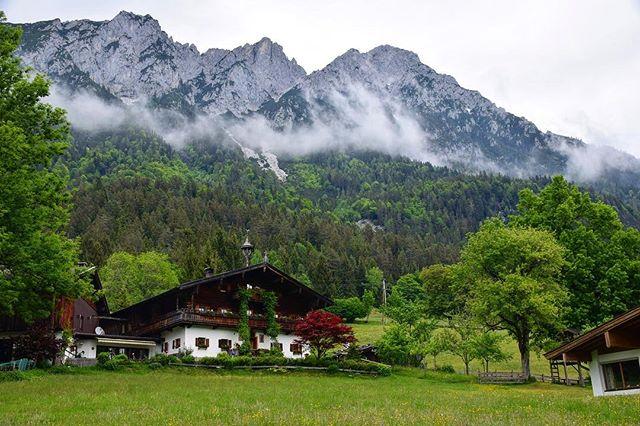 💚A breathtaking landscape from Austria 🇦🇹 Follow us: earth_trippers . . . #austria #austria_memories #feelaustria #europetravel #europe #naturelove #naturephotography #nature_shooters #cabin #cabinlife #fog #mountain #green #greenland