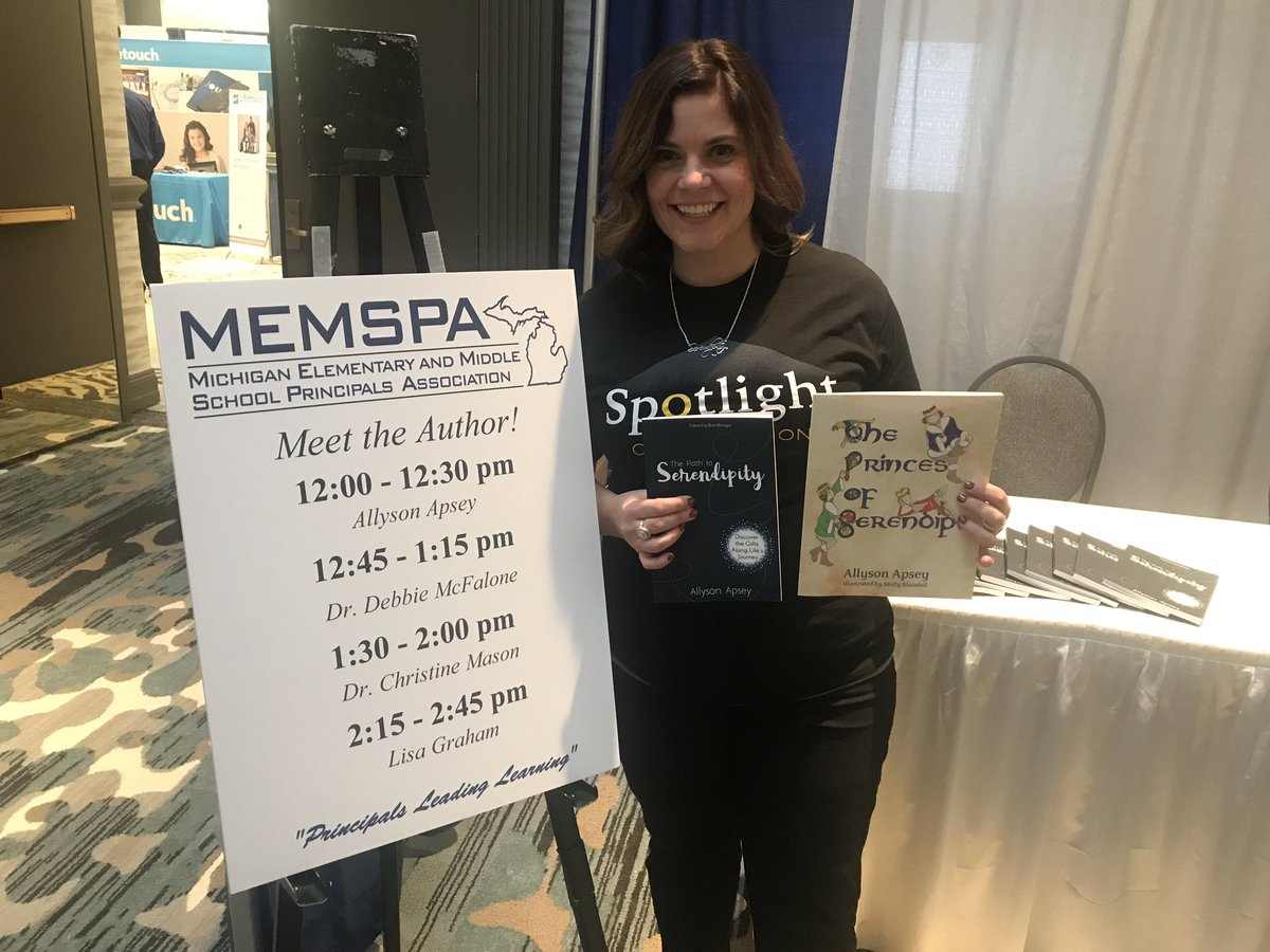 Book signing happening NOW!! Whoo hoo!! #MEMSPA18 #Path2Serendipity #PrincesOfSerendip