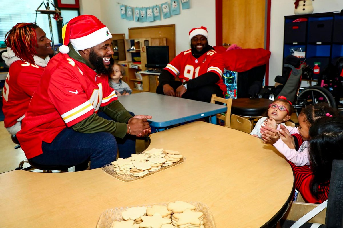 """If I can create a memory for them that'll last forever, I'll do whatever I can."" 👐 Our rookies visited dozens of kids at the Childrens Center Campus for a holiday visit. 📝 chfs.me/2UljoZH"