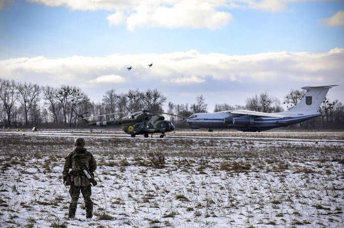 Ukraine deploys air assault divisions to Ukrainian-Russian border line Фото