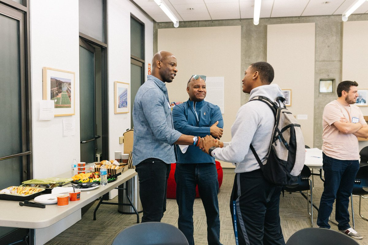 @MENTORnational is teaming up with @jpmorgan & @vibrantforall to support #mentoring programs & mentors in engaging young men of color in discussions on masculinity – Dec 11 @ 2pm ET – register today: attendee.gotowebinar.com/register/89281…
