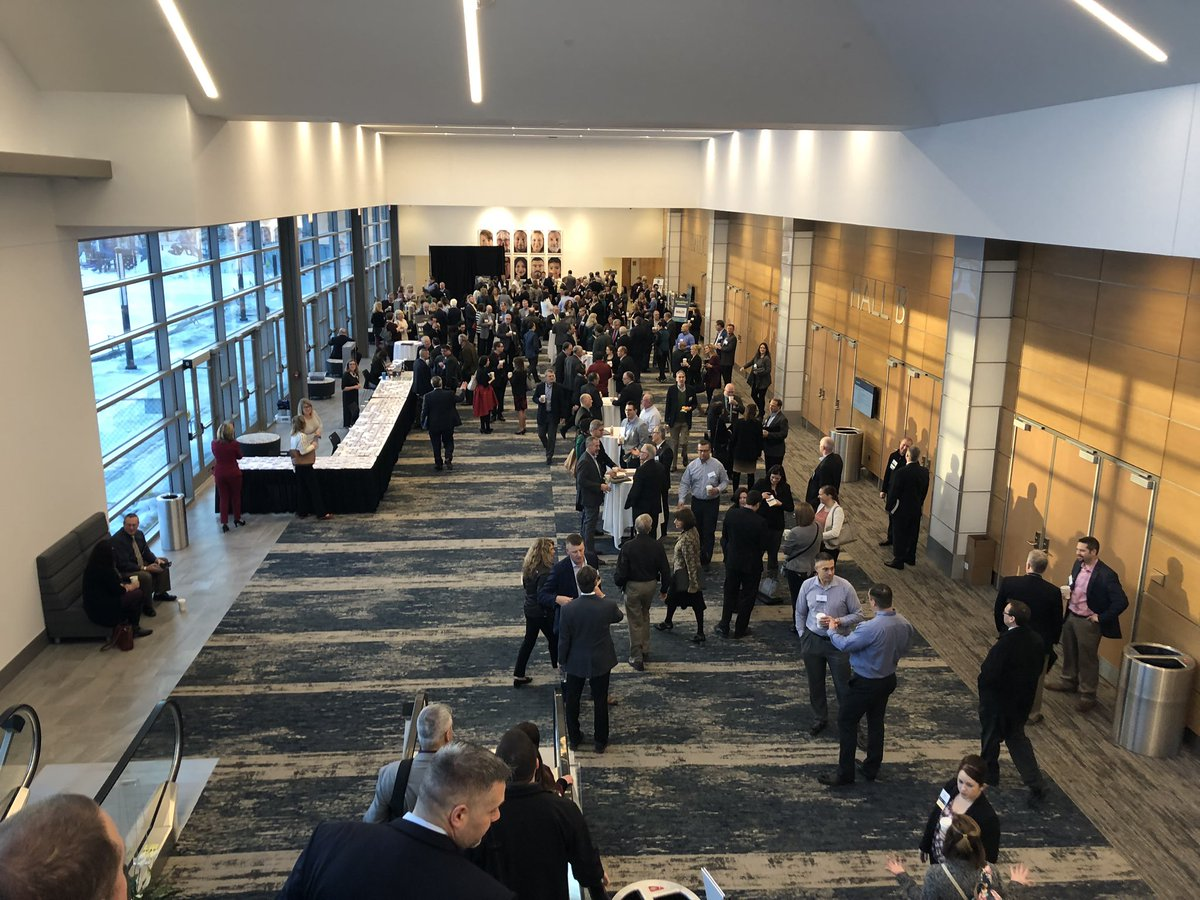 Great crowd at the New North Summit at the beautiful Fox Cities Exhibition Center. #nnsummit18 <br>http://pic.twitter.com/Dvy16ZE6G2