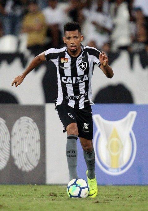 O Botafogo e Palmeiras acertaram a negociação com Matheus Fernandes e Erik. O Botafogo receberá 4 milhões de euros + Erik emprestado por 1 ano + 25% de Matheus Fernandes. Photo