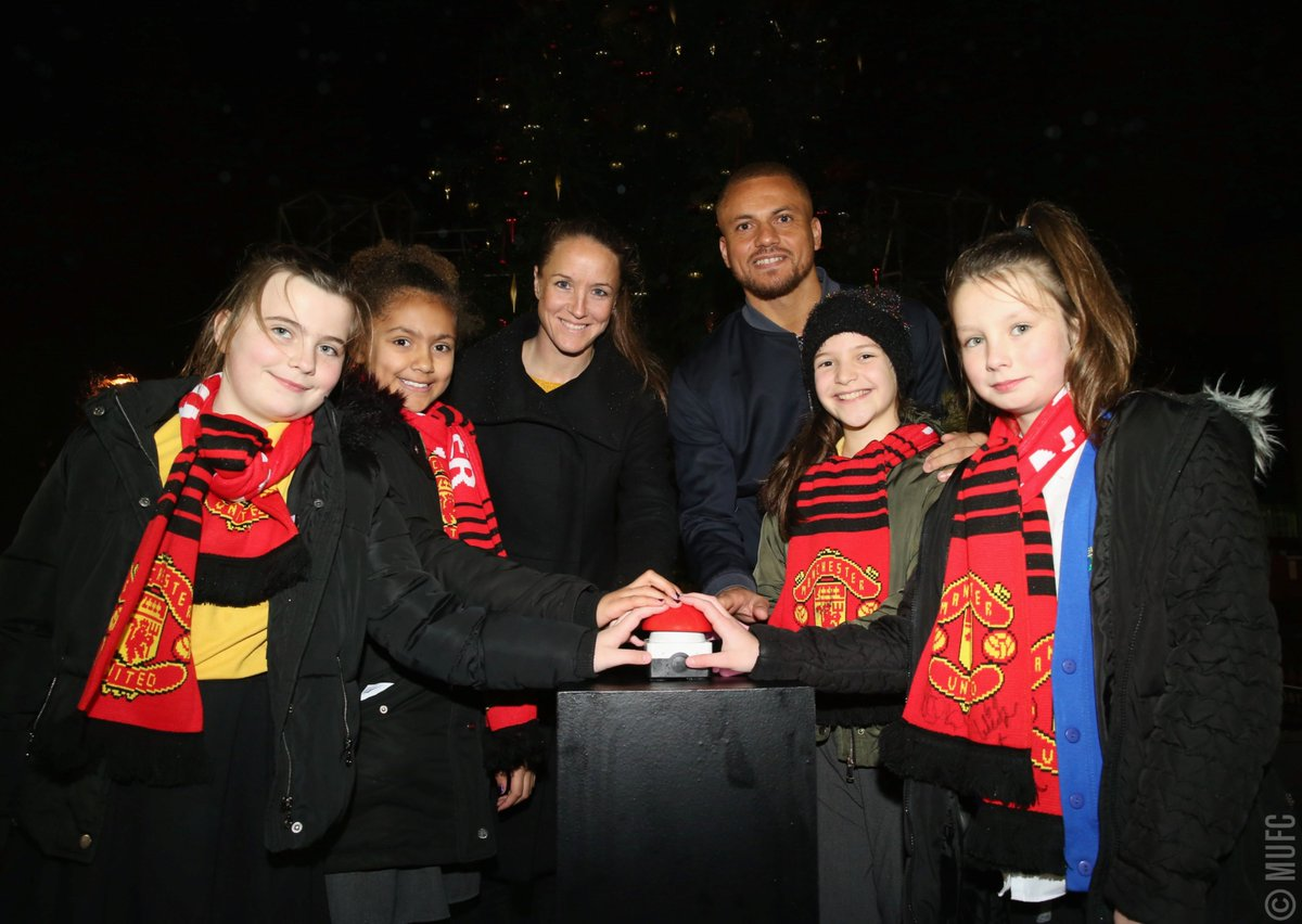 Pupils from Button Lane Primary School joined #MUFC legend @WesBrown24 and #MUWomen head coach @CaseyStoney to switch on the Old Trafford Christmas tree lights. #MUFCxmas