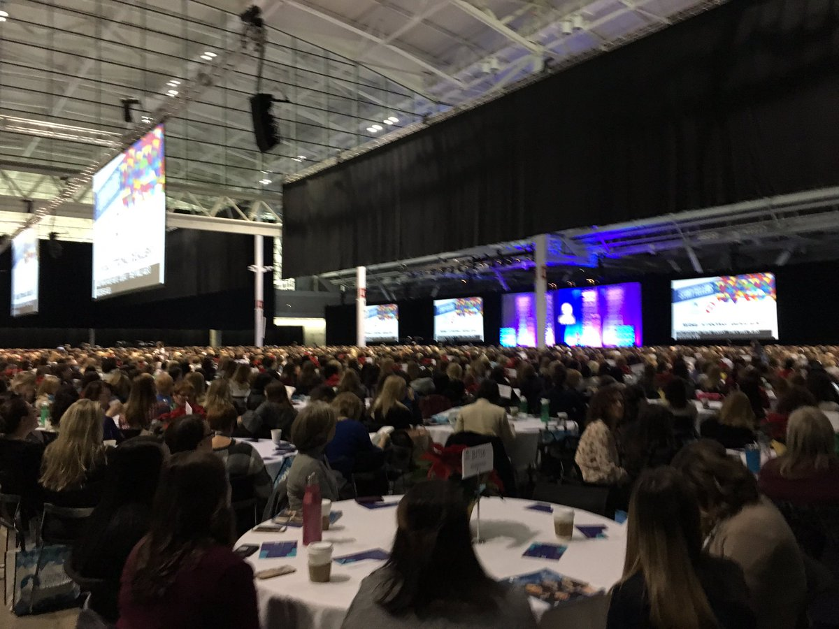 Mayor @marty_walsh welcomed 11K #MassWomen to Boston today! An amazing room full of power, energy, and determination. <br>http://pic.twitter.com/Nz7ALkylwi