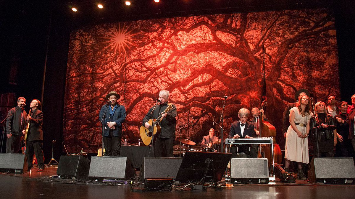 "Monday night's #FUVCheer had so many special memories: @JohnPrineMusic's ""Lake Marie"" dance, @TheLoneBellow's take on a Buffalo Springfield classic, and @shannonclams's mighty ""Golden Frames."" Check out our recap and photos of a special night: https://buff.ly/2EclndW"