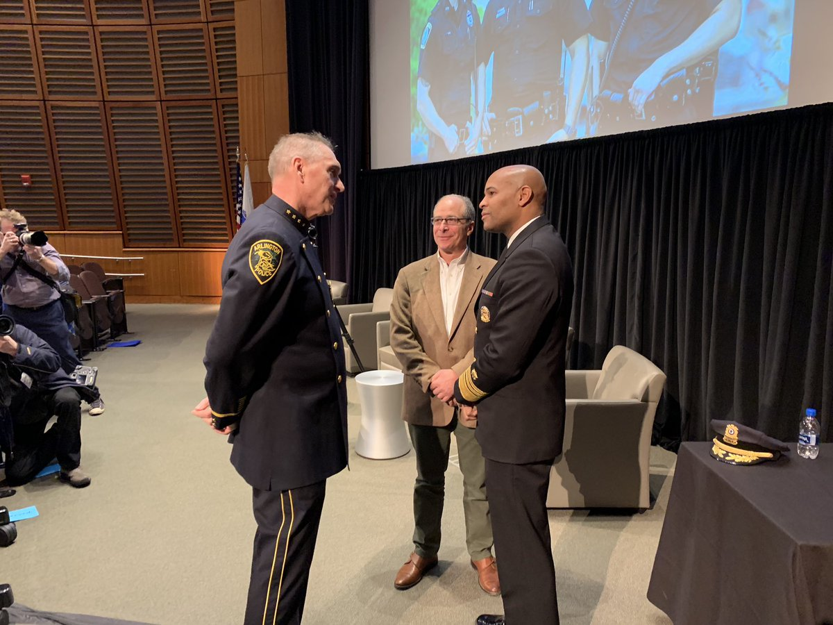 .@Surgeon_General meets with @ArlingtonMAPD Chief Ryan and @JohnRosenthal_ prior to his remarks at the @PaariUSA #PAARISummit2018 <br>http://pic.twitter.com/eSKtHUJOQA