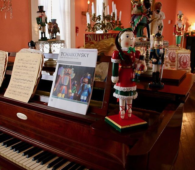 "Celebrating the Christmas tradition of Tchaikovsky's ""The Nutcracker"" at historic Strawberry Mansion in Philadelphia. 🎄🎼🎄 #music #Christmas #christmasmusic #tchaikovsky #classicalmusic #thenutcracker #piano #nutcrackers #strawberrymansion #christmasd… https://ift.tt/2Plw1QM"