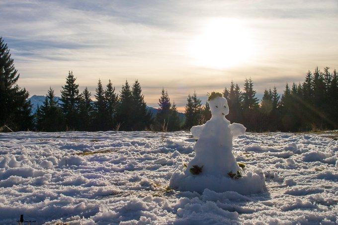 Le petit bonhomme de neige vous souhaite un bon #JeudiPhoto ! Photo
