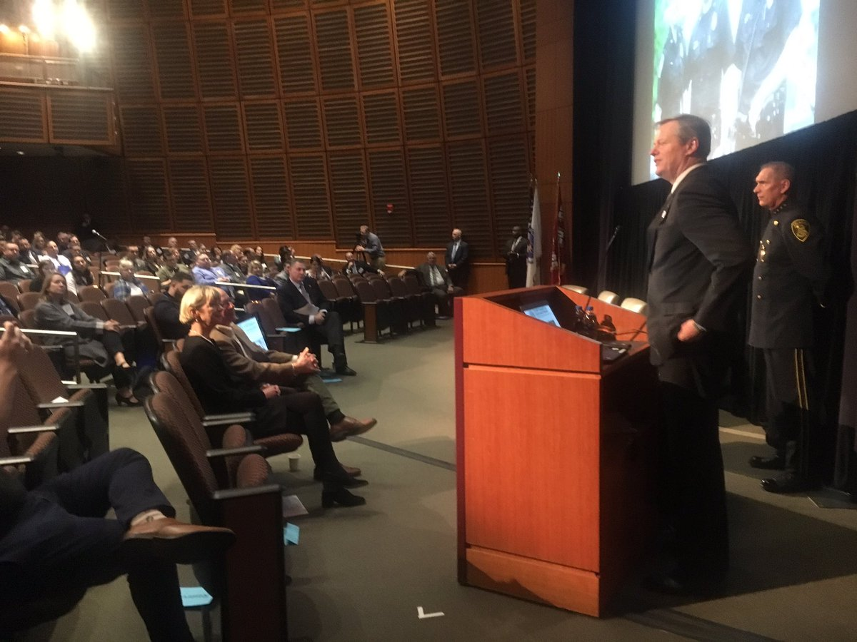 Pleased to speak at @PaariUSA again this year. We are all dealing with an epidemic that is clearly not defined by any geographic boundaries, and law enforcement agencies + their officers are doing critical work getting people treatment + on the path to recovery. #PAARISummit2018 <br>http://pic.twitter.com/f7vtXaa9QJ &ndash; à Amphitheater - Harvard Medical School