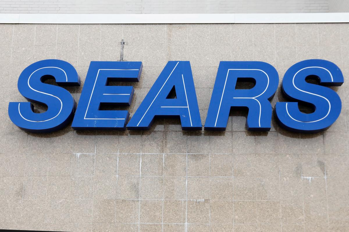 Sears Chairman Lampert submits bid to buy bankrupt retailer: Sears Holdings Corp Chairman Eddie Lampert&#39;s ESL Partners LP has submitted a bid valued at $4.6 billion to buy the bankrupt retailer, the hedge fund said on Thursday. <br>http://pic.twitter.com/xn6rrXk73V