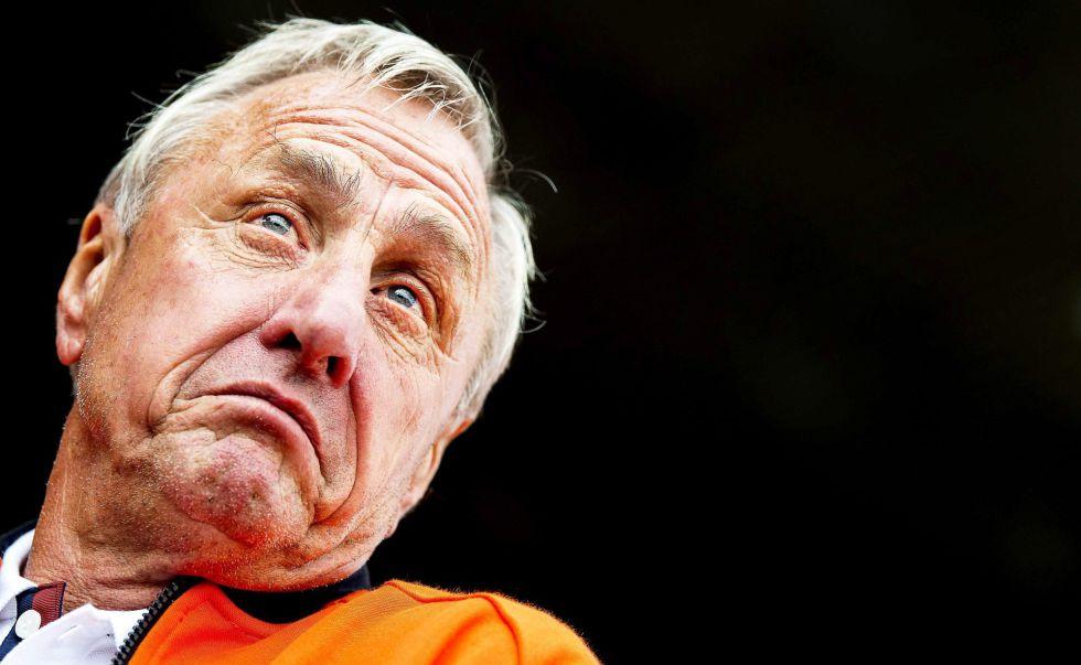 """""""Mis delanteros sólo deben correr 15 metros, a no ser que sean estúpidos o estén durmiendo"""". Johan Cruyff."""