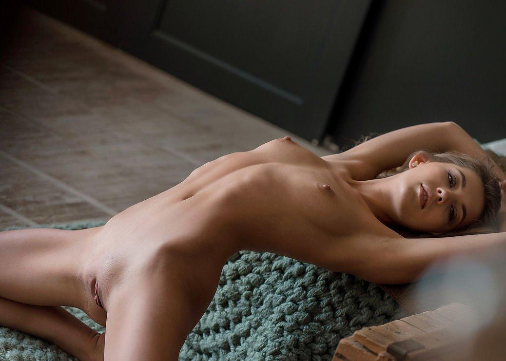 Nude naomi model