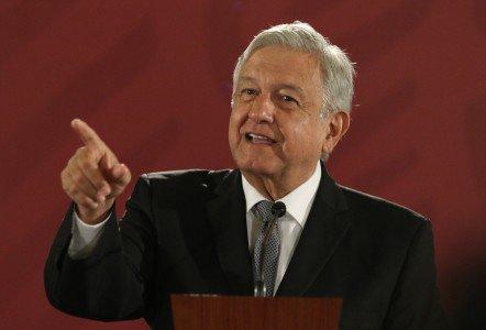 VIDEO: En su conferencia matutina, @lopezobrador_ presenta su terna para elegir al nuevo ministro de la @SCJN Foto