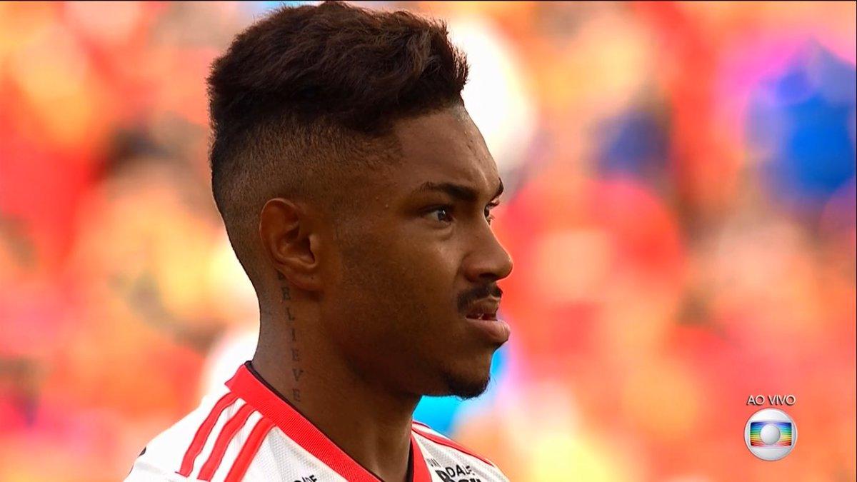 Atenção Real Madrid: O Flamengo deu calote em vocês, esse aqui é o verdadeiro Vinícius Jr .. pode levar!!! 😢😢😢