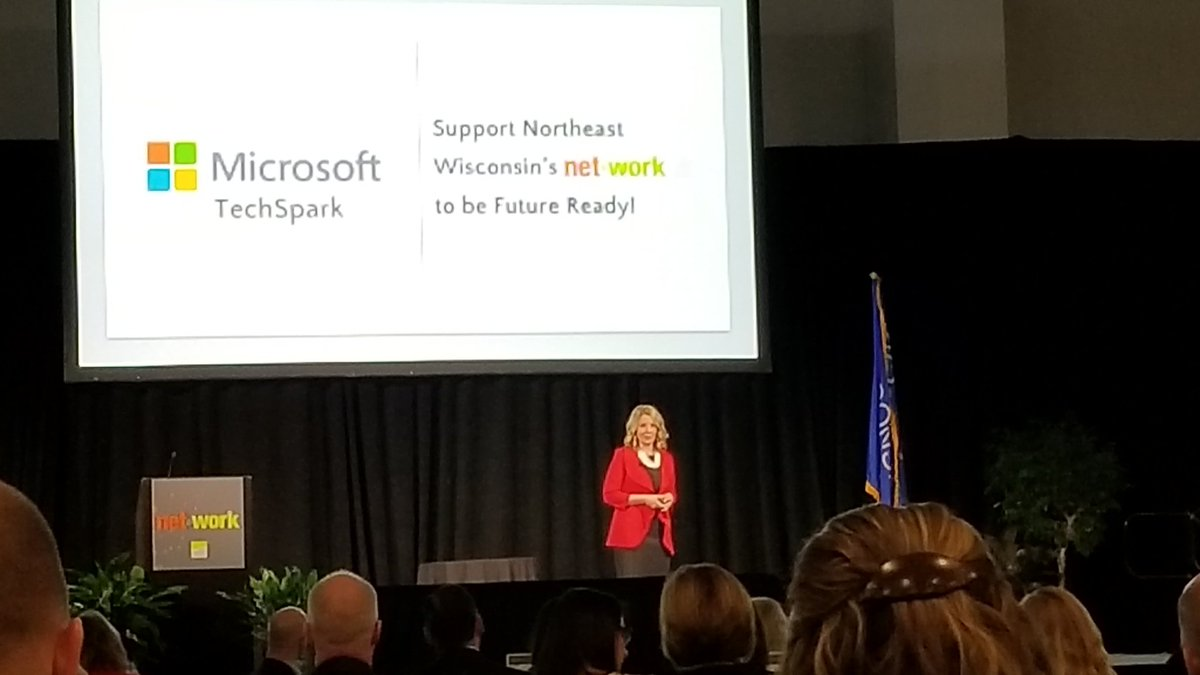 #nnsummit18 @micschuler great &quot;ED&quot; talk representing @microsoft #digitaltransformation #HoloLens<br>http://pic.twitter.com/DXxUw9ap6k &ndash; à Fox Cities Exhibition Center