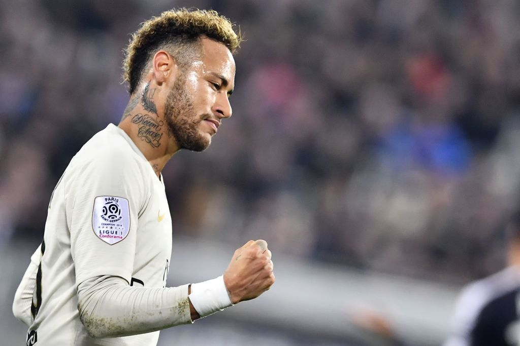 Neymar to the Premier League? The papers say they PSG star has hinted hed be keen to come to England. Its the gossip! ➡️ bbc.in/2BFQwEx