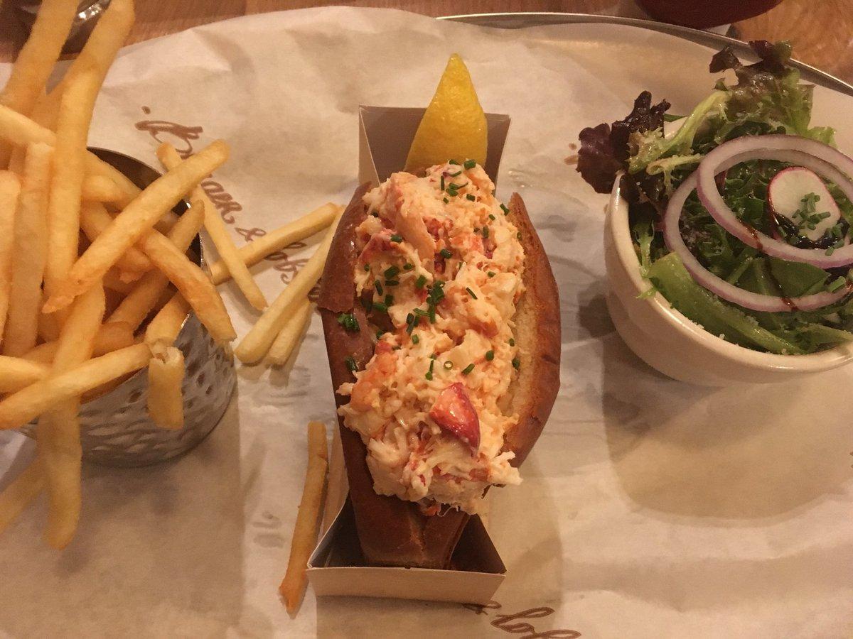 #lunch #lobster roll https://t.co/QEzYlgllM2