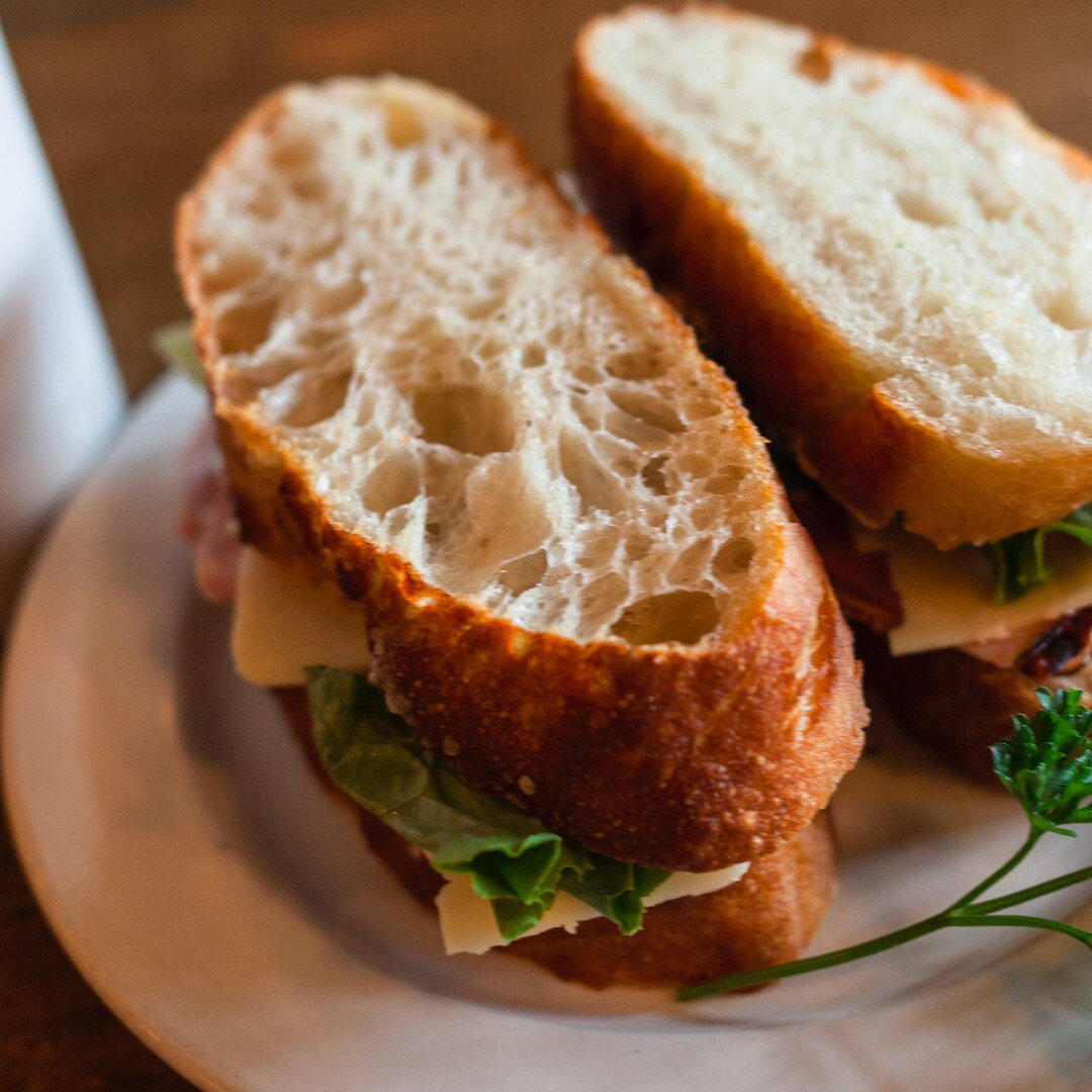 The secret to creating perfect sandwiches? It's all in the bread! #lunch https://t.co/6nS6TD35E3