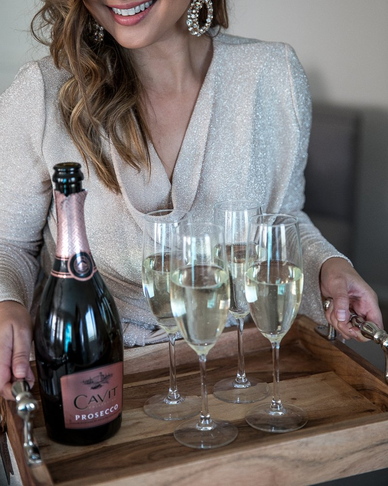 Excited to partner up with @CavitWines and their new Prosecco just in time for the holidays! To learn more about this fruity bubbly you'll want to serve at all your events throughout the year, check out my blog post here: https://t.co/92uiKXQrrK #cavitpartner #HeresToCavit https://t.co/5gtYQvOGdl