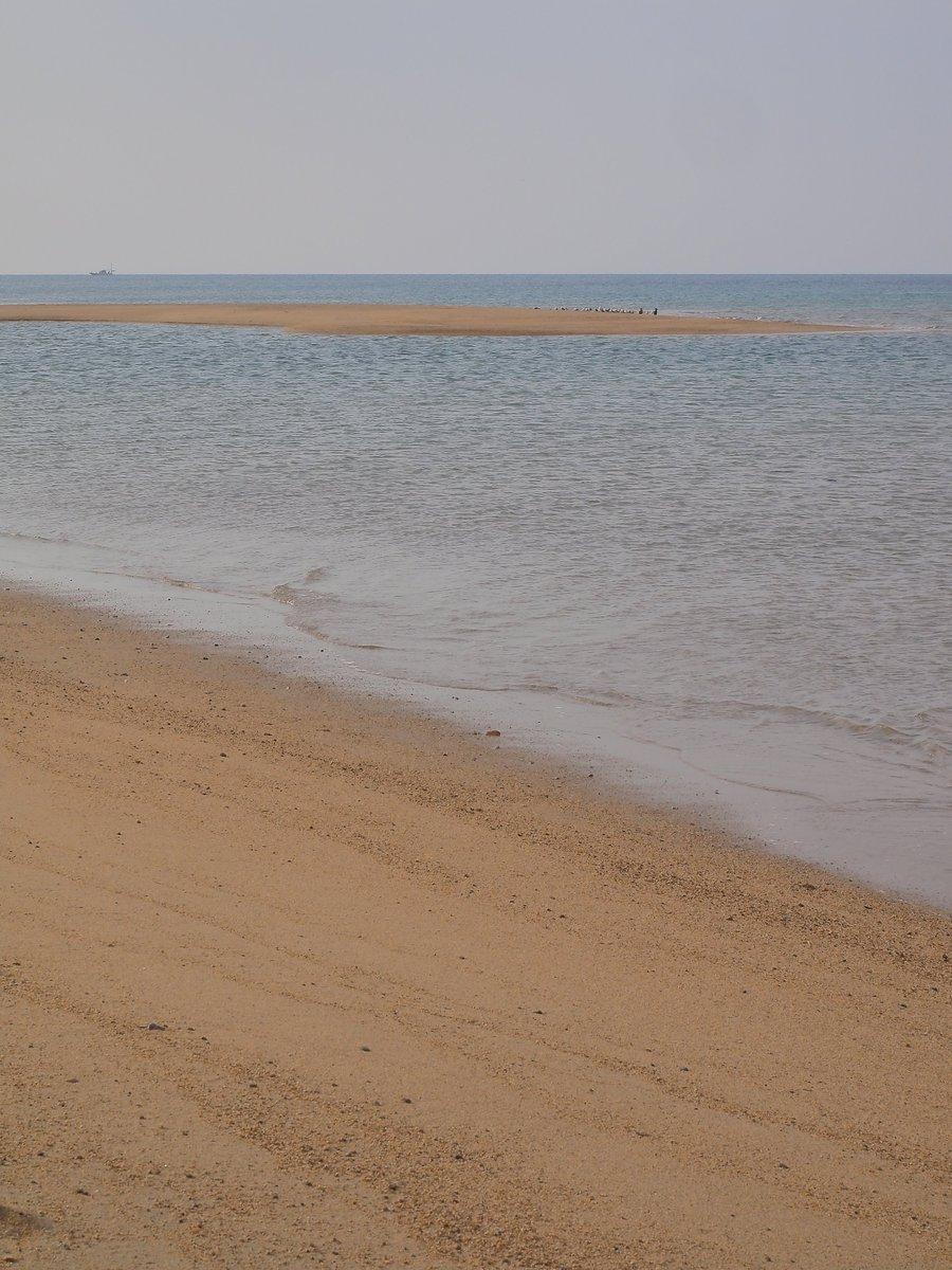 12月、穏やかな表情の波打ち際。光市・虹ヶ浜。 https://t.co/oJyQbENXLz