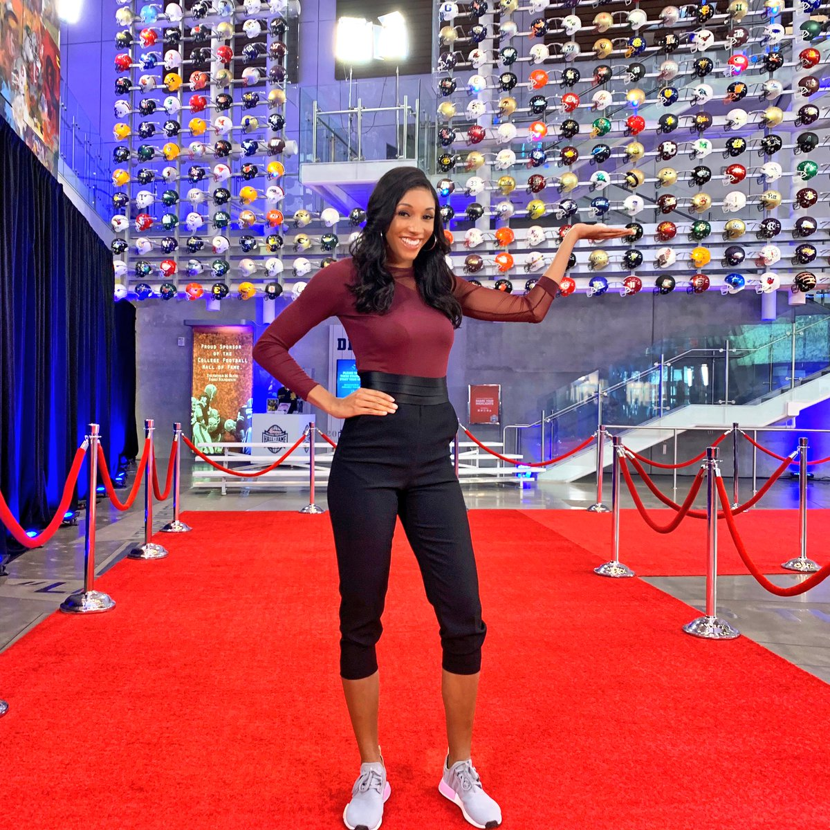 """Maria Taylor on Twitter: """"You never know who might stop by the red carpet!!  Watch the College Football Awards tonight on ESPN 7ET and the red carpet  special 6ET on ESPNU… https://t.co/iOHhwQKWG8"""""""