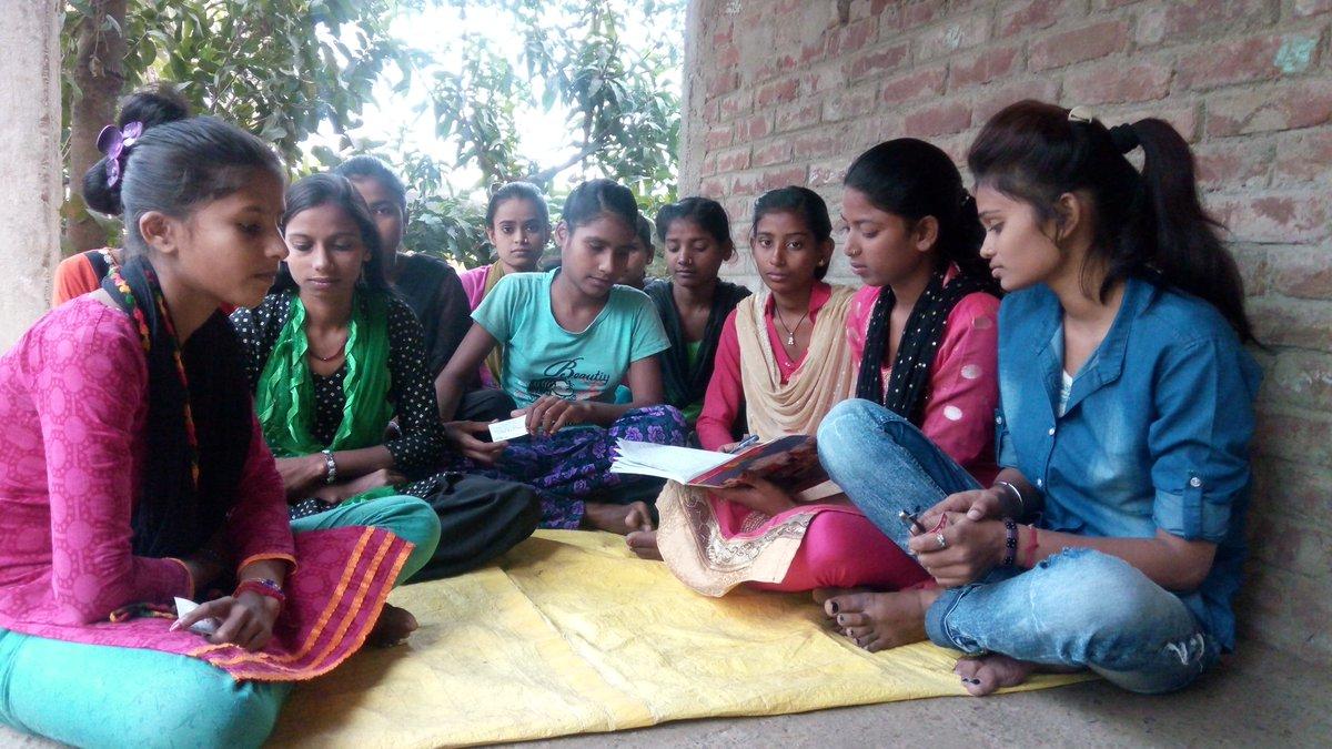 उचित शिक्षा व्यवस्था व जागरूकता की कमी के कारण हरलाखी की यह अति पिछड़ा समाज की लड़कियां साक्षर होकर पढाई छोड़ दी है। संस्था के सदस्यों ने इन लड़कियों की पढाई शुरू करवाई है। माननीय मुख्यमंत्री @NitishKumar एवं @SushilModi  जी इन क्षेत्र में चौपट शिक्षा व्यवस्था पर ध्यान दीजिये। https://t.co/fq9uoaxsPj
