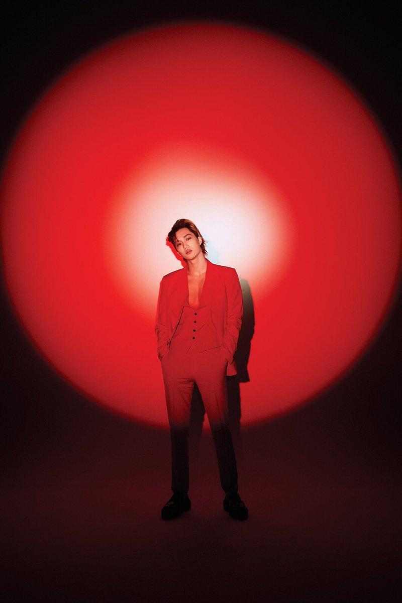 엑소가 LOVE SHOT 앨범 발매 하루 전인 12일 밤 10시에 네이버 V LIVE에서 신곡 스포일러와 비하인드 스토리를 공개할 예정입니다! 엑소와 함께 이야기하러 오세요~! 🎧 2018.12.13. 6PM (KST) #어디에도_없을_완벽한_EXO #EXO #weareoneEXO #엑소 #LoveShot #러브샷